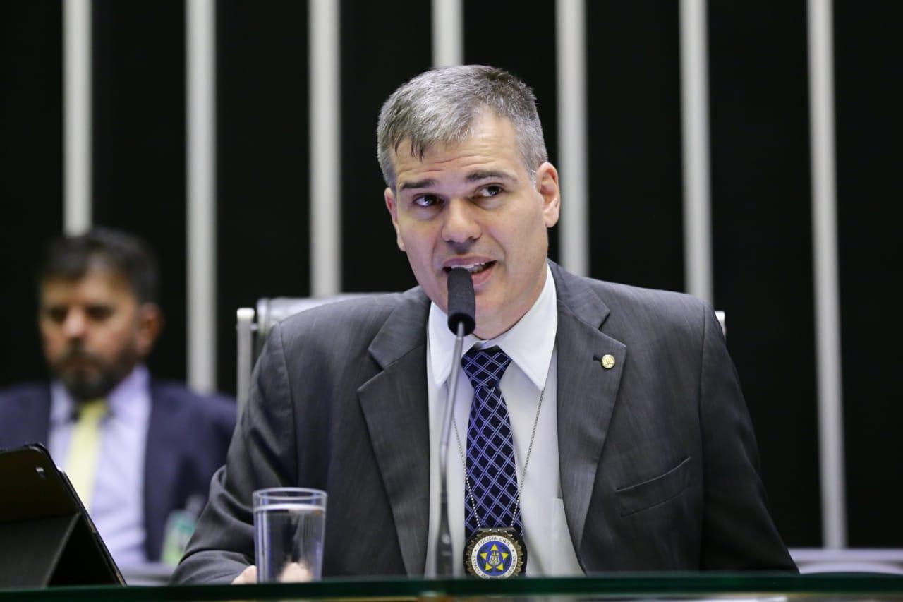 MP de Bolsonaro tem conteúdo parecido com projeto de Furtado