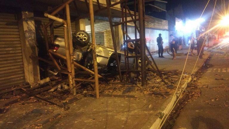 Grave acidente deixa três pessoas feridas em Volta Redonda