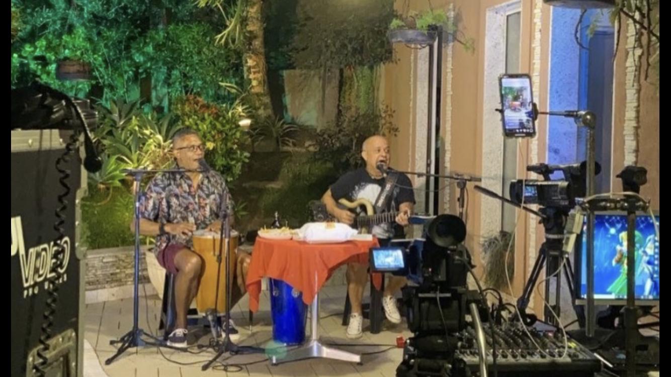 Live Solidária de dupla arrecada quase R$ 4 mil
