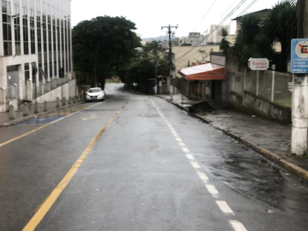 Chuva e frio ajudam no isolamento social em Volta Redonda
