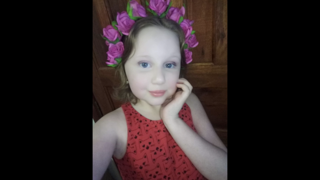 Desesperada, família de menina procura por remédio para Lúpus