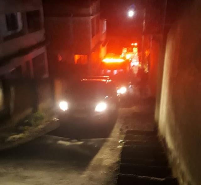 Carro cai em ribanceira e deixa um ferido em Barra Mansa
