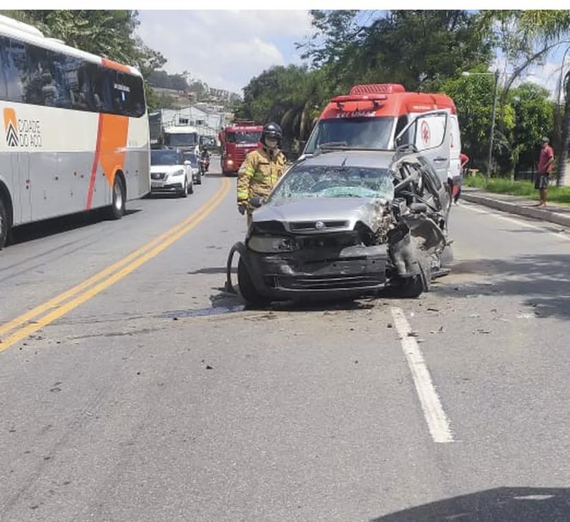 Três pessoas ficam feridas em acidente na BR-393, em Barra Mansa